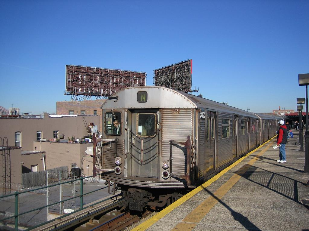 (138k, 1024x768)<br><b>Country:</b> United States<br><b>City:</b> New York<br><b>System:</b> New York City Transit<br><b>Line:</b> BMT Astoria Line<br><b>Location:</b> Astoria Boulevard/Hoyt Avenue <br><b>Route:</b> N<br><b>Car:</b> R-32 (Budd, 1964)  3422 <br><b>Photo by:</b> Michael Hodurski<br><b>Date:</b> 12/10/2006<br><b>Viewed (this week/total):</b> 1 / 3153