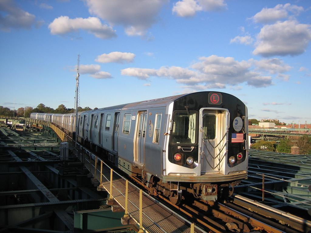 (128k, 1024x768)<br><b>Country:</b> United States<br><b>City:</b> New York<br><b>System:</b> New York City Transit<br><b>Line:</b> BMT Canarsie Line<br><b>Location:</b> Atlantic Avenue <br><b>Route:</b> L<br><b>Car:</b> R-143 (Kawasaki, 2001-2002) 8205 <br><b>Photo by:</b> Michael Hodurski<br><b>Date:</b> 10/26/2006<br><b>Viewed (this week/total):</b> 1 / 3211