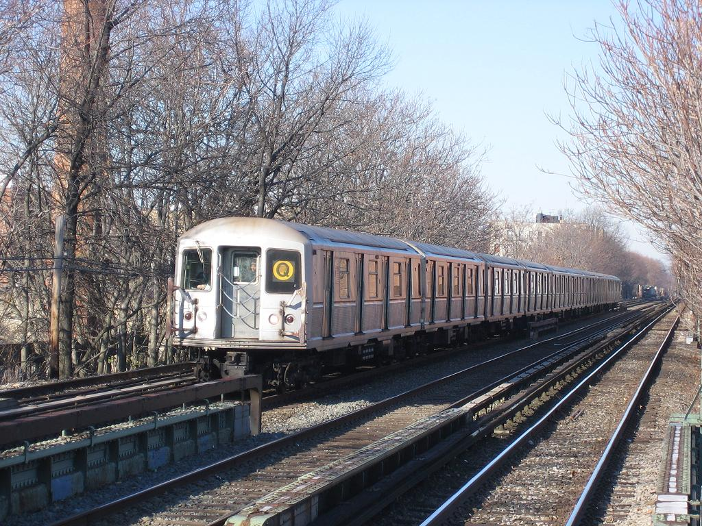 (232k, 1024x768)<br><b>Country:</b> United States<br><b>City:</b> New York<br><b>System:</b> New York City Transit<br><b>Line:</b> BMT Brighton Line<br><b>Location:</b> Avenue M <br><b>Route:</b> Q<br><b>Car:</b> R-40M (St. Louis, 1969)   <br><b>Photo by:</b> Michael Hodurski<br><b>Date:</b> 12/9/2006<br><b>Viewed (this week/total):</b> 1 / 3859