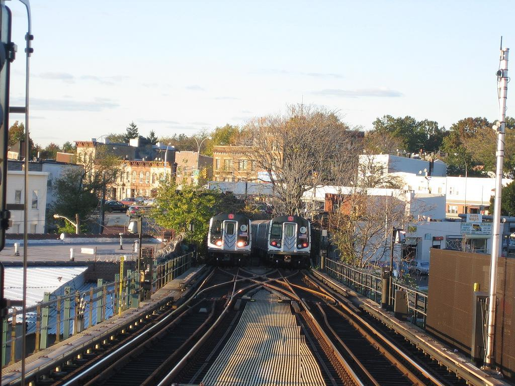 (176k, 1024x768)<br><b>Country:</b> United States<br><b>City:</b> New York<br><b>System:</b> New York City Transit<br><b>Line:</b> BMT Canarsie Line<br><b>Location:</b> Broadway Junction <br><b>Route:</b> L<br><b>Car:</b> R-143 (Kawasaki, 2001-2002)  <br><b>Photo by:</b> Michael Hodurski<br><b>Date:</b> 10/26/2006<br><b>Viewed (this week/total):</b> 0 / 4100