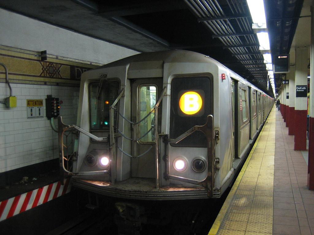 (113k, 1024x768)<br><b>Country:</b> United States<br><b>City:</b> New York<br><b>System:</b> New York City Transit<br><b>Location:</b> DeKalb Avenue<br><b>Route:</b> B<br><b>Car:</b> R-40 (St. Louis, 1968)   <br><b>Photo by:</b> Michael Hodurski<br><b>Date:</b> 10/25/2006<br><b>Viewed (this week/total):</b> 0 / 3859