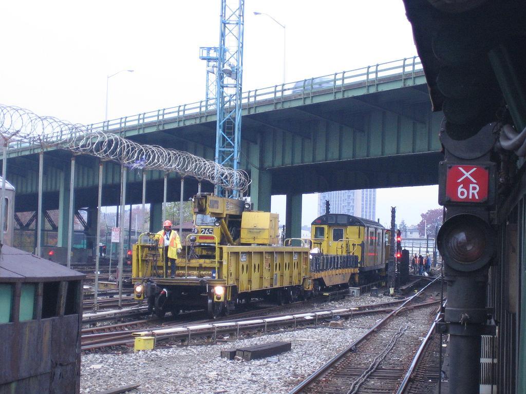 (145k, 1024x768)<br><b>Country:</b> United States<br><b>City:</b> New York<br><b>System:</b> New York City Transit<br><b>Location:</b> East 180th Street Yard<br><b>Route:</b> Work Service<br><b>Car:</b> R-113 Crane Car  265 <br><b>Photo by:</b> Michael Hodurski<br><b>Date:</b> 11/12/2006<br><b>Viewed (this week/total):</b> 3 / 2937