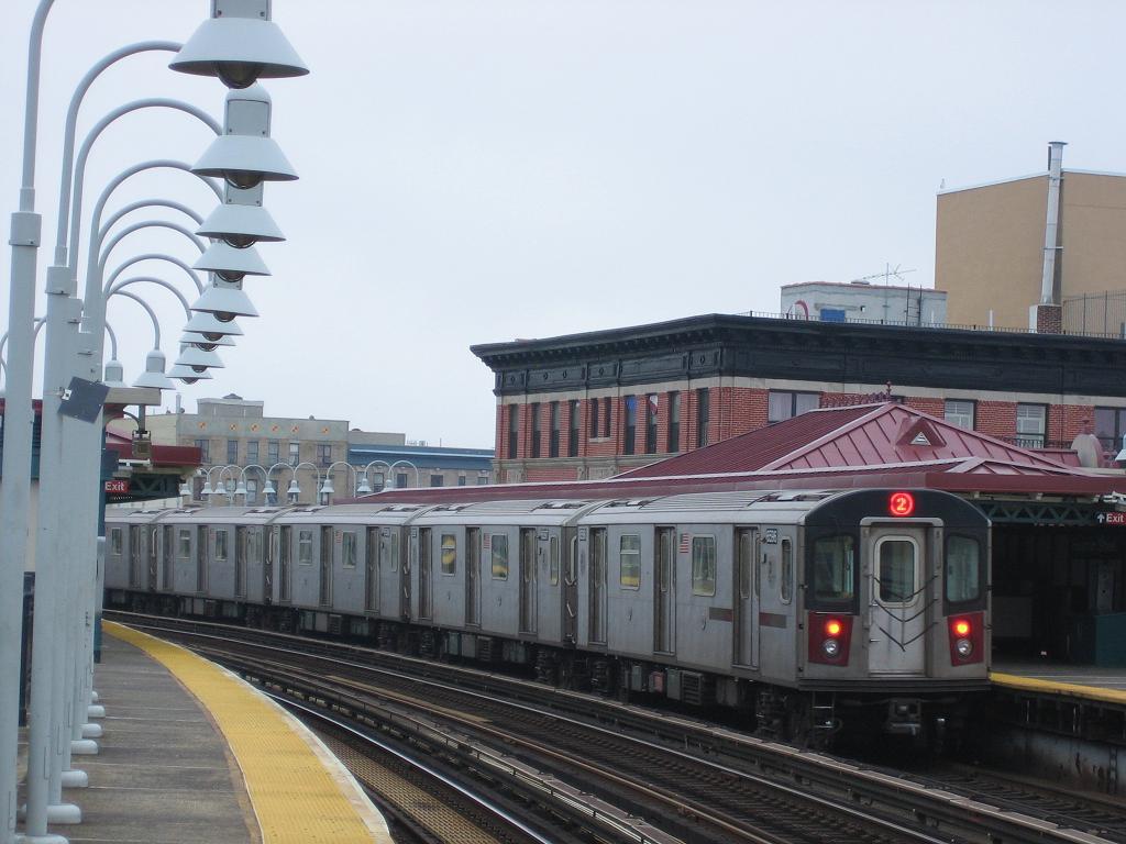 (105k, 1024x768)<br><b>Country:</b> United States<br><b>City:</b> New York<br><b>System:</b> New York City Transit<br><b>Line:</b> IRT White Plains Road Line<br><b>Location:</b> Freeman Street <br><b>Route:</b> 2<br><b>Car:</b> R-142 (Primary Order, Bombardier, 1999-2002)  6596 <br><b>Photo by:</b> Michael Hodurski<br><b>Date:</b> 11/12/2006<br><b>Viewed (this week/total):</b> 0 / 3174