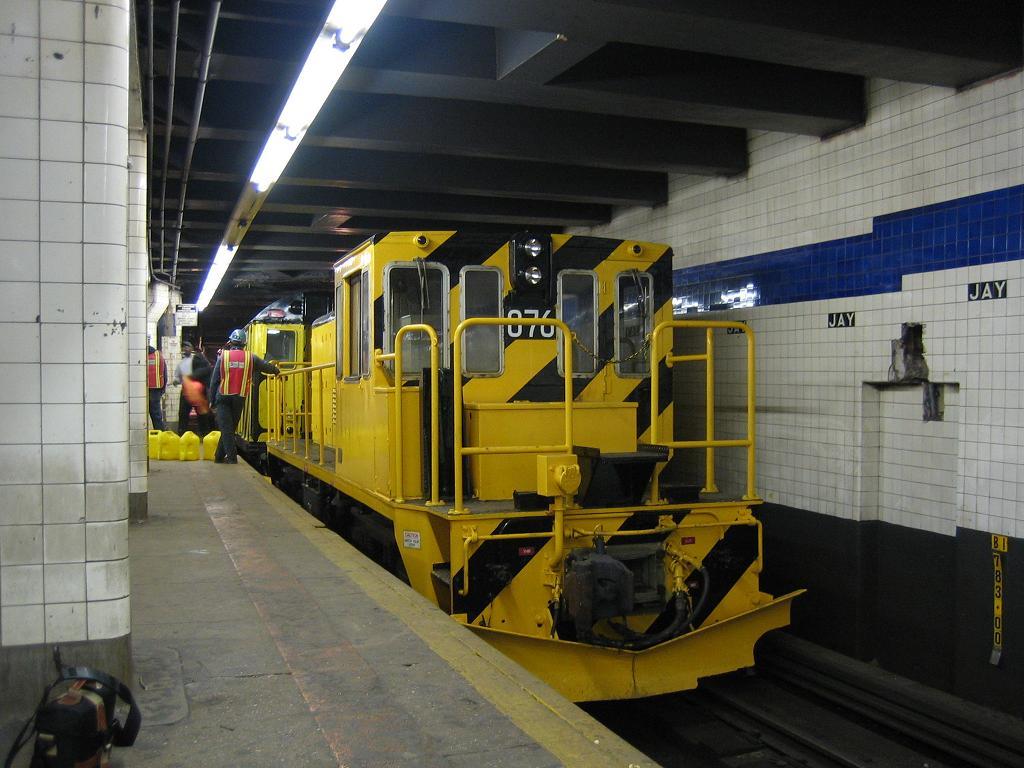 (117k, 1024x768)<br><b>Country:</b> United States<br><b>City:</b> New York<br><b>System:</b> New York City Transit<br><b>Line:</b> IND 8th Avenue Line<br><b>Location:</b> Jay St./Metrotech (Borough Hall) <br><b>Route:</b> Work Service<br><b>Car:</b> R-52 Locomotive  76 <br><b>Photo by:</b> Michael Hodurski<br><b>Date:</b> 10/14/2006<br><b>Viewed (this week/total):</b> 1 / 2288