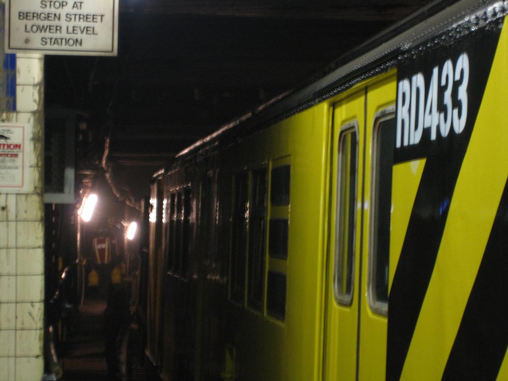 (83k, 1024x768)<br><b>Country:</b> United States<br><b>City:</b> New York<br><b>System:</b> New York City Transit<br><b>Line:</b> IND 8th Avenue Line<br><b>Location:</b> Jay St./Metrotech (Borough Hall) <br><b>Route:</b> Work Service<br><b>Car:</b> R-161 Rider Car (ex-R-33)  RD433 (ex-9138)<br><b>Photo by:</b> Michael Hodurski<br><b>Date:</b> 10/14/2006<br><b>Viewed (this week/total):</b> 0 / 2555