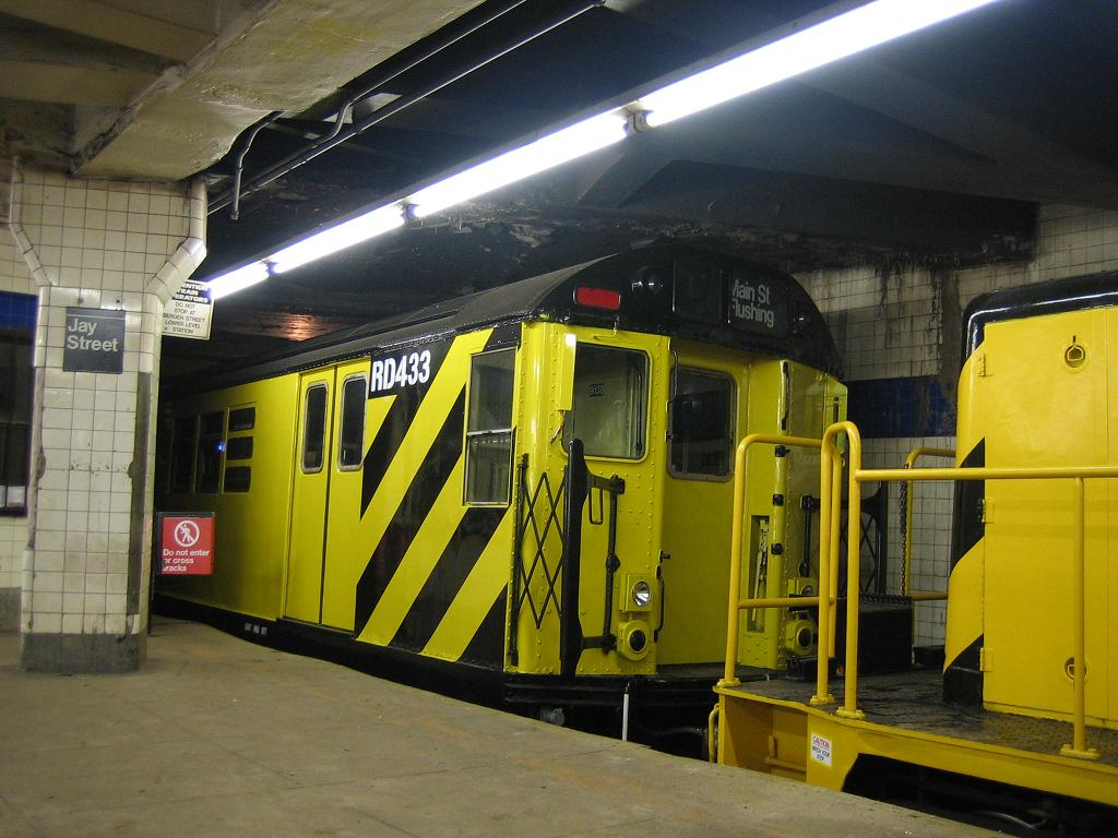 (120k, 1024x768)<br><b>Country:</b> United States<br><b>City:</b> New York<br><b>System:</b> New York City Transit<br><b>Line:</b> IND 8th Avenue Line<br><b>Location:</b> Jay St./Metrotech (Borough Hall) <br><b>Route:</b> Work Service<br><b>Car:</b> R-161 Rider Car (ex-R-33)  RD433 (ex-9138)<br><b>Photo by:</b> Michael Hodurski<br><b>Date:</b> 10/14/2006<br><b>Viewed (this week/total):</b> 1 / 2258