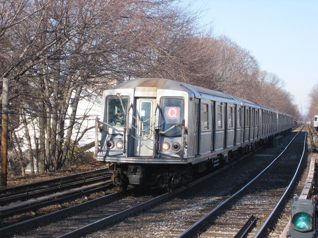 (219k, 1024x768)<br><b>Country:</b> United States<br><b>City:</b> New York<br><b>System:</b> New York City Transit<br><b>Line:</b> BMT Brighton Line<br><b>Location:</b> Kings Highway <br><b>Route:</b> Q<br><b>Car:</b> R-40 (St. Louis, 1968)   <br><b>Photo by:</b> Michael Hodurski<br><b>Date:</b> 12/9/2006<br><b>Viewed (this week/total):</b> 0 / 2370
