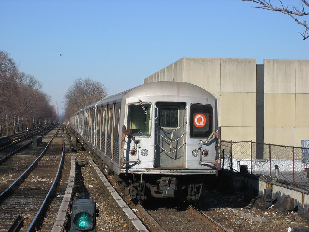 (124k, 1024x768)<br><b>Country:</b> United States<br><b>City:</b> New York<br><b>System:</b> New York City Transit<br><b>Line:</b> BMT Brighton Line<br><b>Location:</b> Kings Highway <br><b>Route:</b> Q<br><b>Car:</b> R-42 (St. Louis, 1969-1970)   <br><b>Photo by:</b> Michael Hodurski<br><b>Date:</b> 12/9/2006<br><b>Viewed (this week/total):</b> 4 / 3570