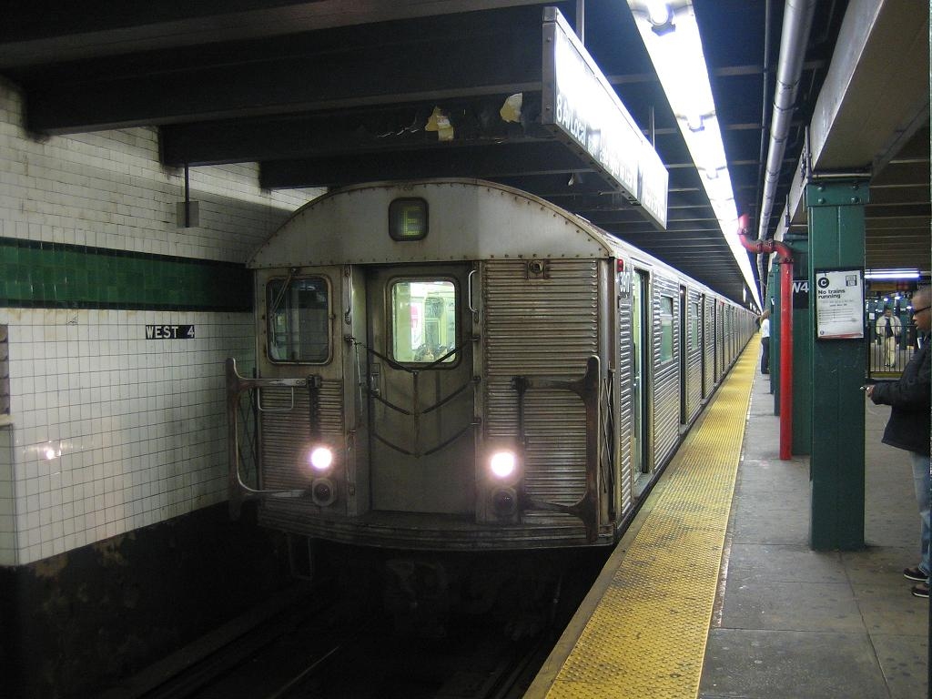 (120k, 1024x768)<br><b>Country:</b> United States<br><b>City:</b> New York<br><b>System:</b> New York City Transit<br><b>Line:</b> IND 8th Avenue Line<br><b>Location:</b> West 4th Street/Washington Square <br><b>Route:</b> E<br><b>Car:</b> R-32 (Budd, 1964)  3917 <br><b>Photo by:</b> Michael Hodurski<br><b>Date:</b> 10/29/2006<br><b>Viewed (this week/total):</b> 0 / 2647