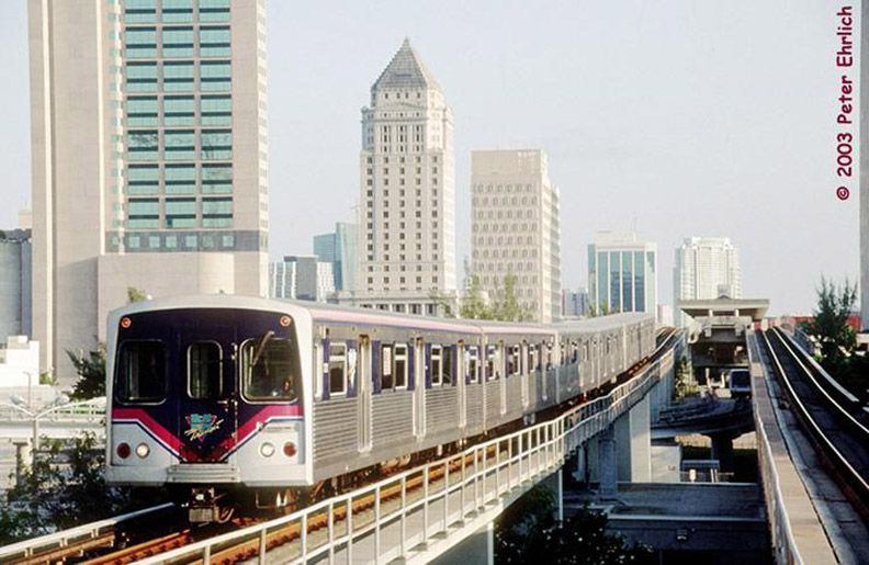 (159k, 792x515)<br><b>Country:</b> United States<br><b>City:</b> Miami, FL<br><b>System:</b> Miami Metrorail<br><b>Location:</b> Overtown/Arena <br><b>Car:</b>  221 <br><b>Photo by:</b> Peter Ehrlich<br><b>Date:</b> 4/25/2003<br><b>Notes:</b> Approaching Overtown/Arena Station northbound.  Cars in Miami-Dade Transit's new color scheme.<br><b>Viewed (this week/total):</b> 1 / 3888