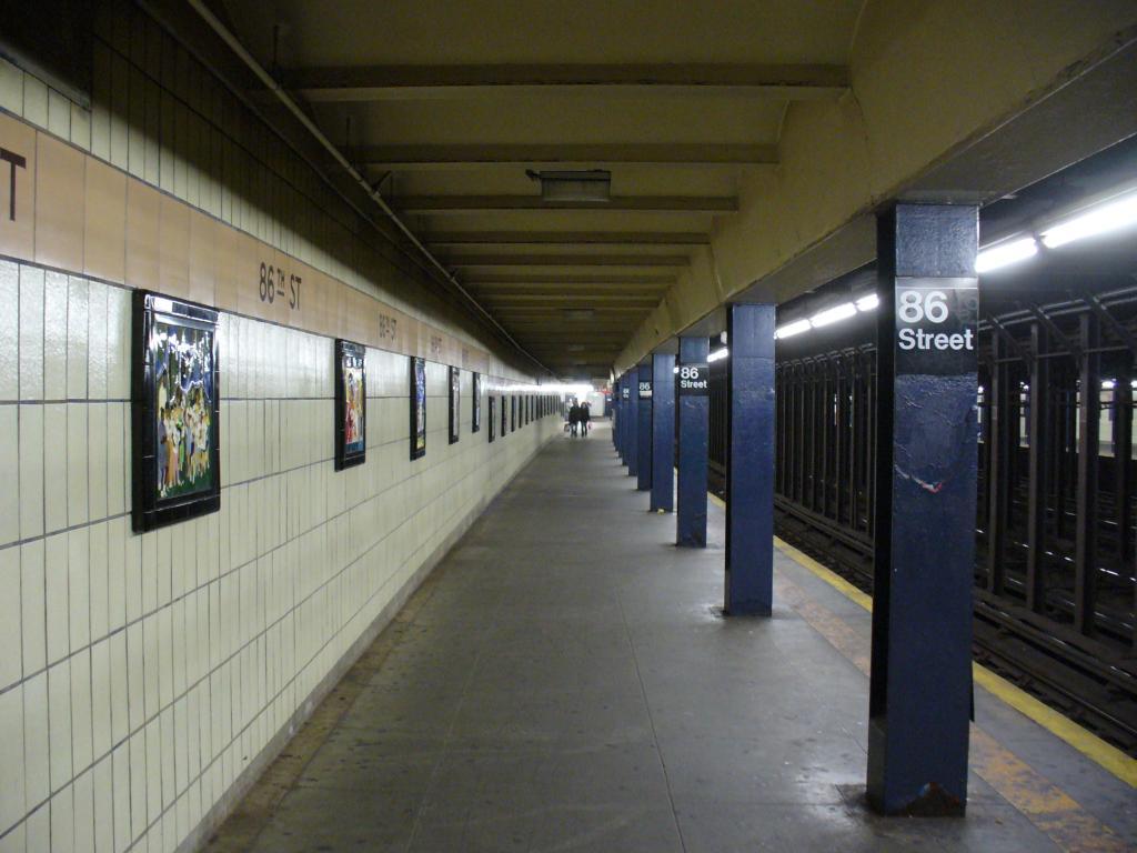 (109k, 1024x768)<br><b>Country:</b> United States<br><b>City:</b> New York<br><b>System:</b> New York City Transit<br><b>Line:</b> IRT West Side Line<br><b>Location:</b> 86th Street <br><b>Photo by:</b> Robbie Rosenfeld<br><b>Date:</b> 12/26/2006<br><b>Notes:</b> Platform view.<br><b>Viewed (this week/total):</b> 2 / 3673