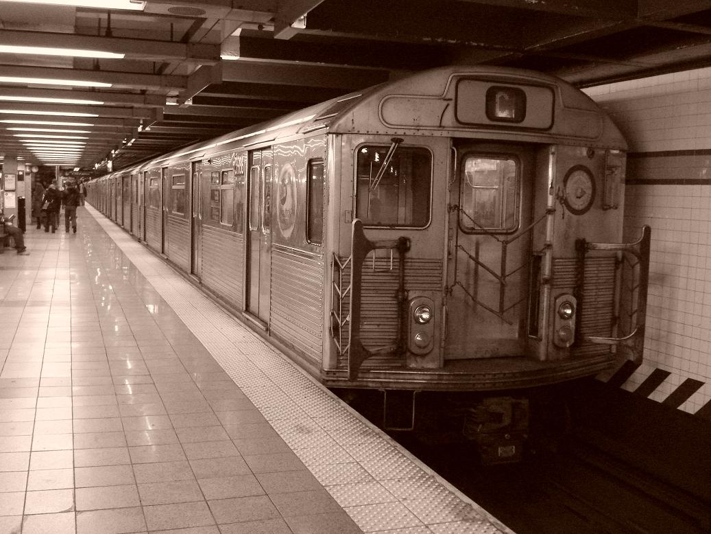 (141k, 1037x778)<br><b>Country:</b> United States<br><b>City:</b> New York<br><b>System:</b> New York City Transit<br><b>Line:</b> IND 8th Avenue Line<br><b>Location:</b> 14th Street <br><b>Route:</b> C<br><b>Car:</b> R-38 (St. Louis, 1966-1967)  3986 <br><b>Photo by:</b> Michael Hodurski<br><b>Date:</b> 12/29/2006<br><b>Viewed (this week/total):</b> 1 / 2654