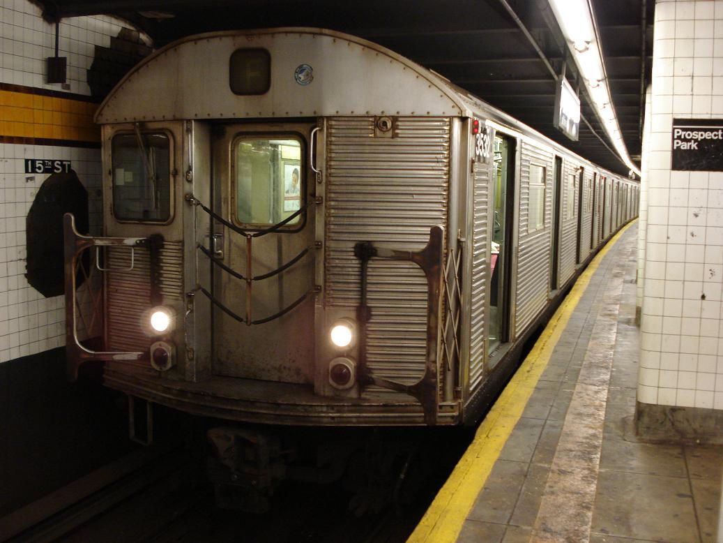 (122k, 1037x778)<br><b>Country:</b> United States<br><b>City:</b> New York<br><b>System:</b> New York City Transit<br><b>Line:</b> IND Crosstown Line<br><b>Location:</b> 15th Street/Prospect Park <br><b>Route:</b> F<br><b>Car:</b> R-32 (Budd, 1964)  3532 <br><b>Photo by:</b> Michael Hodurski<br><b>Date:</b> 12/29/2006<br><b>Viewed (this week/total):</b> 0 / 2800