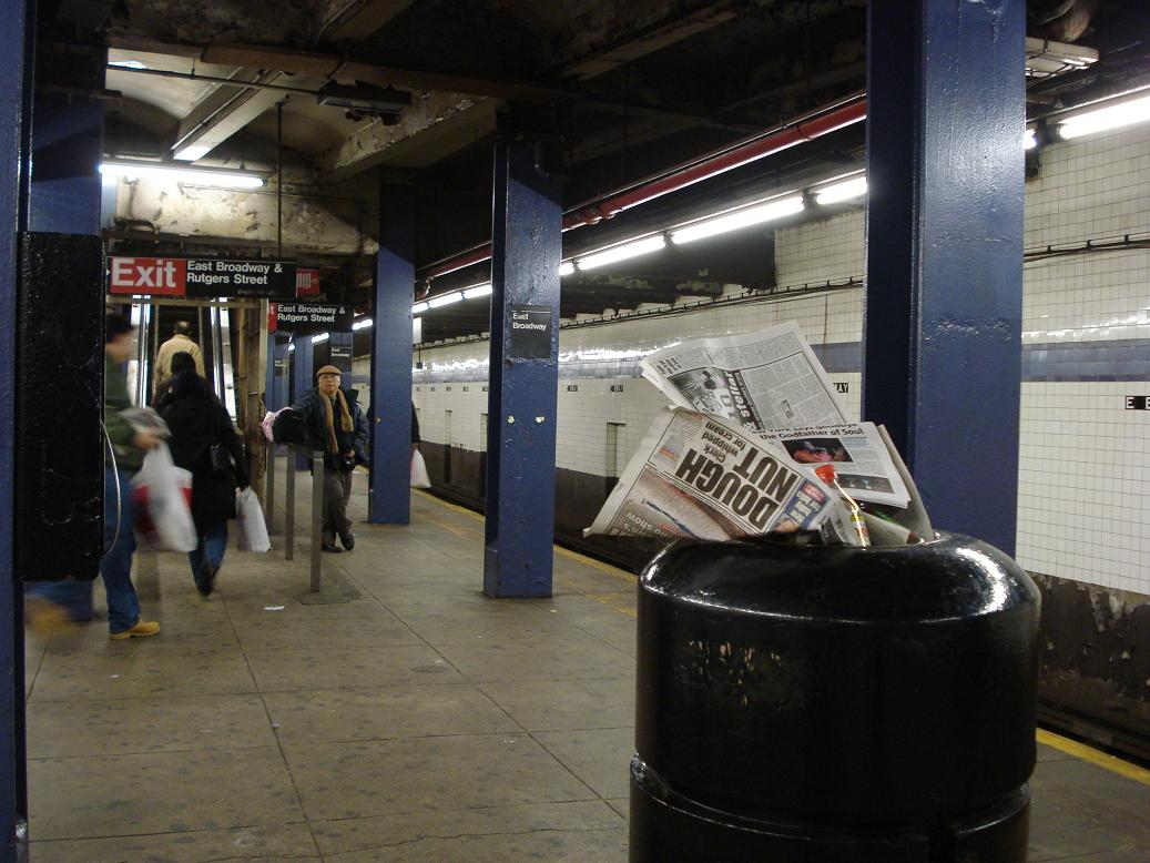 (128k, 1037x778)<br><b>Country:</b> United States<br><b>City:</b> New York<br><b>System:</b> New York City Transit<br><b>Line:</b> IND 6th Avenue Line<br><b>Location:</b> East Broadway <br><b>Photo by:</b> Michael Hodurski<br><b>Date:</b> 12/28/2006<br><b>Viewed (this week/total):</b> 4 / 2839