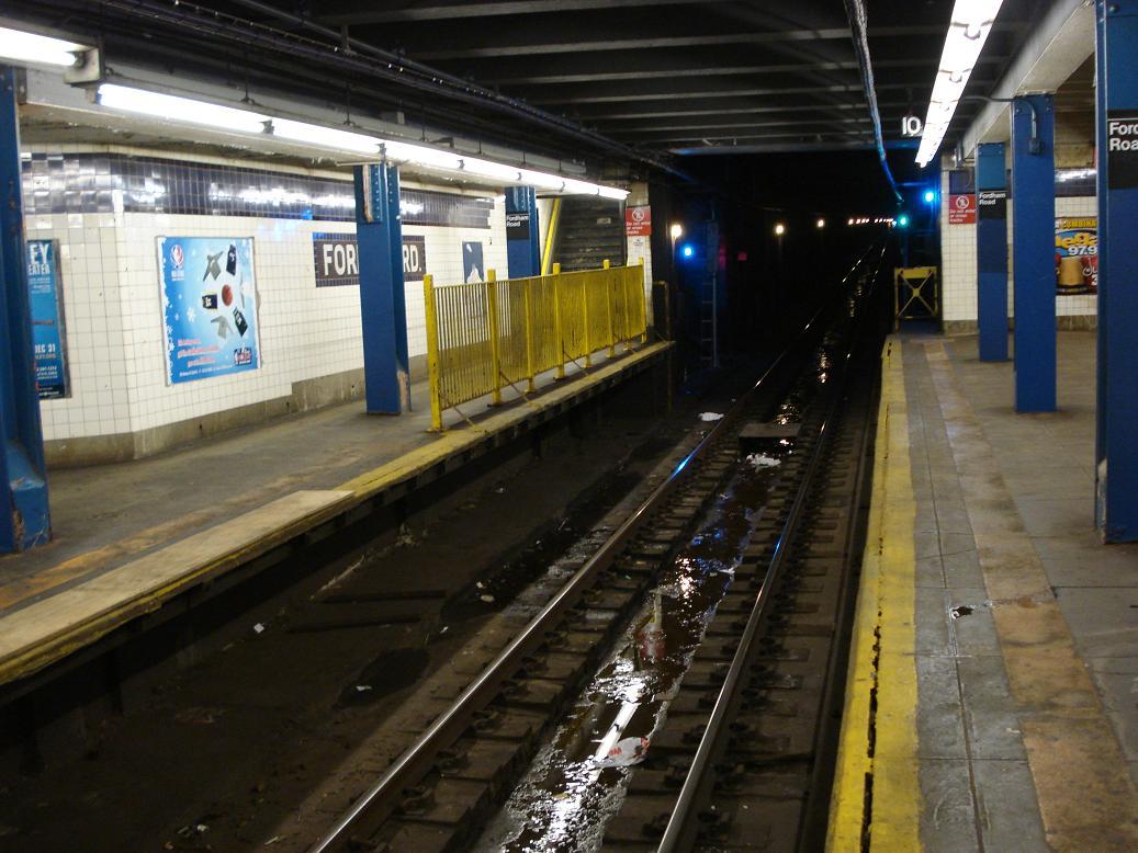 (133k, 1037x778)<br><b>Country:</b> United States<br><b>City:</b> New York<br><b>System:</b> New York City Transit<br><b>Line:</b> IND Concourse Line<br><b>Location:</b> Fordham Road <br><b>Photo by:</b> Michael Hodurski<br><b>Date:</b> 12/29/2006<br><b>Viewed (this week/total):</b> 0 / 3545