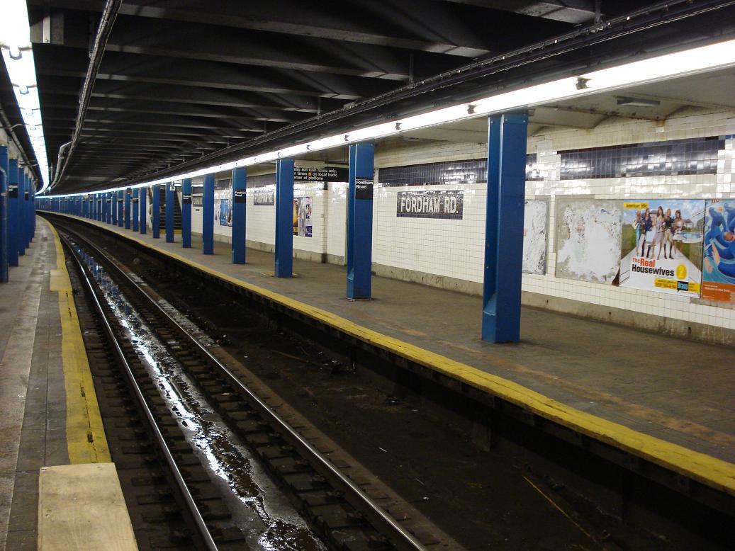 (142k, 1037x778)<br><b>Country:</b> United States<br><b>City:</b> New York<br><b>System:</b> New York City Transit<br><b>Line:</b> IND Concourse Line<br><b>Location:</b> Fordham Road <br><b>Photo by:</b> Michael Hodurski<br><b>Date:</b> 12/29/2006<br><b>Viewed (this week/total):</b> 1 / 3342