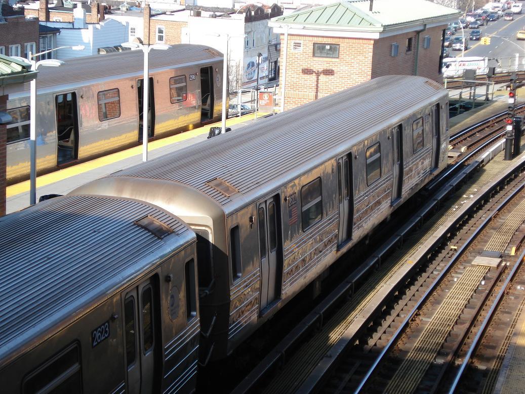 (195k, 1037x778)<br><b>Country:</b> United States<br><b>City:</b> New York<br><b>System:</b> New York City Transit<br><b>Location:</b> Coney Island/Stillwell Avenue<br><b>Route:</b> D<br><b>Car:</b> R-68 (Westinghouse-Amrail, 1986-1988)  2596/2622 <br><b>Photo by:</b> Michael Hodurski<br><b>Date:</b> 12/28/2006<br><b>Viewed (this week/total):</b> 0 / 2488