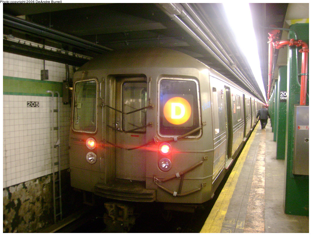 (237k, 1044x788)<br><b>Country:</b> United States<br><b>City:</b> New York<br><b>System:</b> New York City Transit<br><b>Line:</b> IND Concourse Line<br><b>Location:</b> 205th Street <br><b>Route:</b> D<br><b>Car:</b> R-68 (Westinghouse-Amrail, 1986-1988)   <br><b>Photo by:</b> DeAndre Burrell<br><b>Date:</b> 12/28/2006<br><b>Viewed (this week/total):</b> 1 / 2956