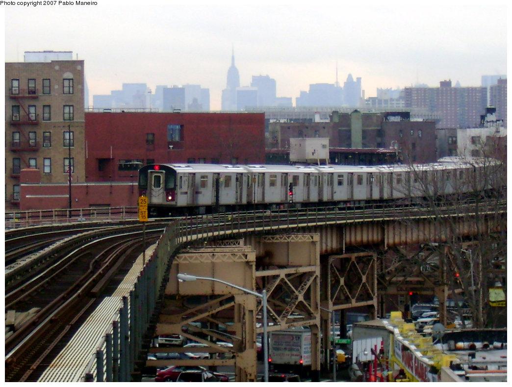 (220k, 1044x788)<br><b>Country:</b> United States<br><b>City:</b> New York<br><b>System:</b> New York City Transit<br><b>Line:</b> IRT Woodlawn Line<br><b>Location:</b> 170th Street <br><b>Route:</b> 4<br><b>Car:</b> R-142 or R-142A (Number Unknown)  <br><b>Photo by:</b> Pablo Maneiro<br><b>Date:</b> 12/30/2006<br><b>Viewed (this week/total):</b> 3 / 4041