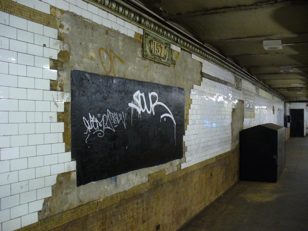 (127k, 1024x768)<br><b>Country:</b> United States<br><b>City:</b> New York<br><b>System:</b> New York City Transit<br><b>Line:</b> IRT West Side Line<br><b>Location:</b> 157th Street<br><b>Photo by:</b> Robbie Rosenfeld<br><b>Date:</b> 12/31/2006<br><b>Notes:</b> Tilework in need of renovation.<br><b>Viewed (this week/total):</b> 7 / 3531