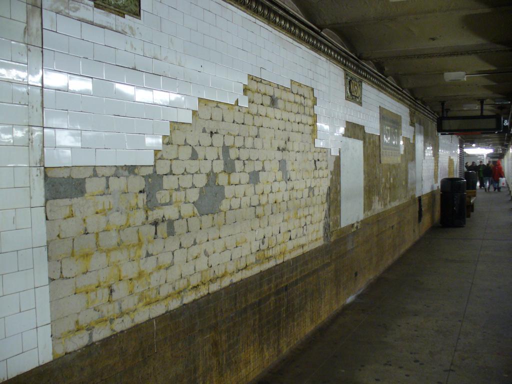 (124k, 1024x768)<br><b>Country:</b> United States<br><b>City:</b> New York<br><b>System:</b> New York City Transit<br><b>Line:</b> IRT West Side Line<br><b>Location:</b> 157th Street <br><b>Photo by:</b> Robbie Rosenfeld<br><b>Date:</b> 1/1/2007<br><b>Notes:</b> Tilework in need of renovation.<br><b>Viewed (this week/total):</b> 2 / 2590