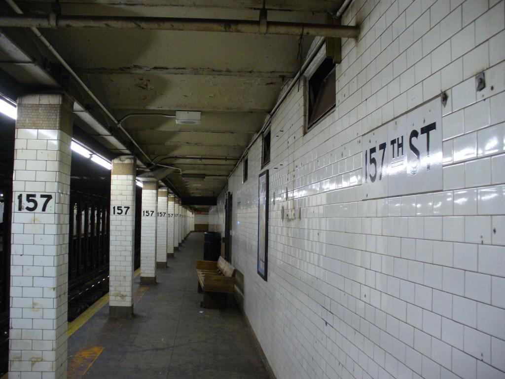 (120k, 1024x768)<br><b>Country:</b> United States<br><b>City:</b> New York<br><b>System:</b> New York City Transit<br><b>Line:</b> IRT West Side Line<br><b>Location:</b> 157th Street <br><b>Photo by:</b> Robbie Rosenfeld<br><b>Date:</b> 12/31/2006<br><b>Viewed (this week/total):</b> 1 / 2723