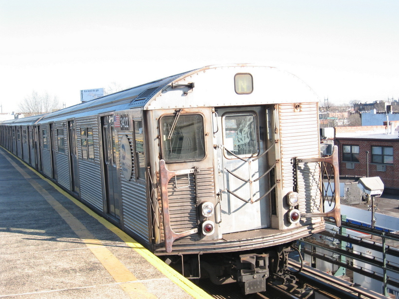(312k, 820x615)<br><b>Country:</b> United States<br><b>City:</b> New York<br><b>System:</b> New York City Transit<br><b>Line:</b> BMT Astoria Line<br><b>Location:</b> Astoria Boulevard/Hoyt Avenue <br><b>Route:</b> N<br><b>Car:</b> R-32 (Budd, 1964)  3422 <br><b>Photo by:</b> Gary Chatterton<br><b>Date:</b> 12/9/2006<br><b>Viewed (this week/total):</b> 1 / 2374