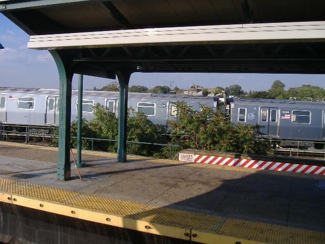 (97k, 640x480)<br><b>Country:</b> United States<br><b>City:</b> New York<br><b>System:</b> New York City Transit<br><b>Location:</b> East New York Yard/Shops<br><b>Car:</b> R-160A-1 (Alstom, 2005-2008, 4 car sets)  8324/8344 <br><b>Photo by:</b> Craig Williams<br><b>Date:</b> 10/2007<br><b>Viewed (this week/total):</b> 0 / 2733