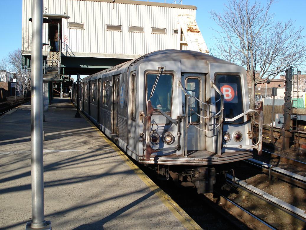 (195k, 1037x778)<br><b>Country:</b> United States<br><b>City:</b> New York<br><b>System:</b> New York City Transit<br><b>Line:</b> BMT Brighton Line<br><b>Location:</b> Kings Highway <br><b>Route:</b> B<br><b>Car:</b> R-40 (St. Louis, 1968)  4186 <br><b>Photo by:</b> Michael Hodurski<br><b>Date:</b> 1/2/2007<br><b>Viewed (this week/total):</b> 2 / 2391