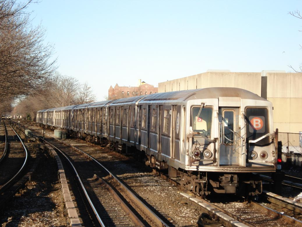 (142k, 1037x778)<br><b>Country:</b> United States<br><b>City:</b> New York<br><b>System:</b> New York City Transit<br><b>Line:</b> BMT Brighton Line<br><b>Location:</b> Kings Highway <br><b>Route:</b> B<br><b>Car:</b> R-40 (St. Louis, 1968)  4413 <br><b>Photo by:</b> Michael Hodurski<br><b>Date:</b> 1/2/2007<br><b>Viewed (this week/total):</b> 0 / 2186