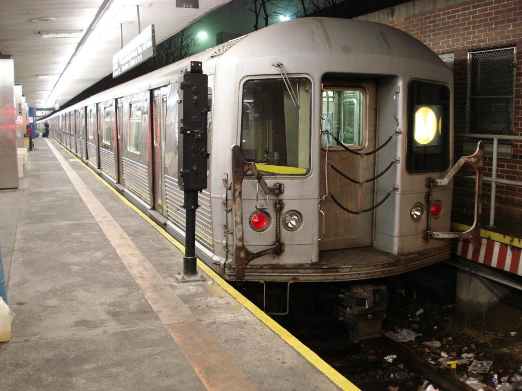 (140k, 1037x778)<br><b>Country:</b> United States<br><b>City:</b> New York<br><b>System:</b> New York City Transit<br><b>Line:</b> BMT Myrtle Avenue Line<br><b>Location:</b> Metropolitan Avenue <br><b>Route:</b> M<br><b>Car:</b> R-42 (St. Louis, 1969-1970)  4573 <br><b>Photo by:</b> Michael Hodurski<br><b>Date:</b> 1/6/2007<br><b>Viewed (this week/total):</b> 0 / 2683