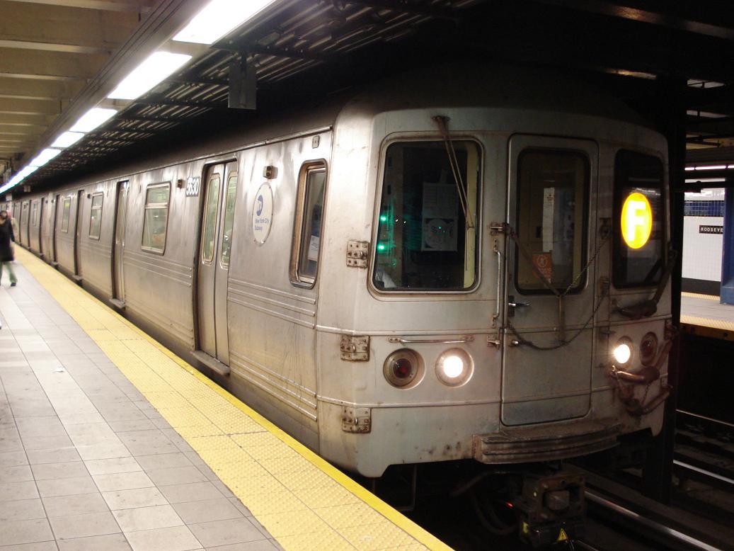 (116k, 1037x778)<br><b>Country:</b> United States<br><b>City:</b> New York<br><b>System:</b> New York City Transit<br><b>Line:</b> IND Queens Boulevard Line<br><b>Location:</b> Roosevelt Avenue <br><b>Route:</b> F<br><b>Car:</b> R-46 (Pullman-Standard, 1974-75) 5630 <br><b>Photo by:</b> Michael Hodurski<br><b>Date:</b> 1/6/2007<br><b>Viewed (this week/total):</b> 2 / 2877