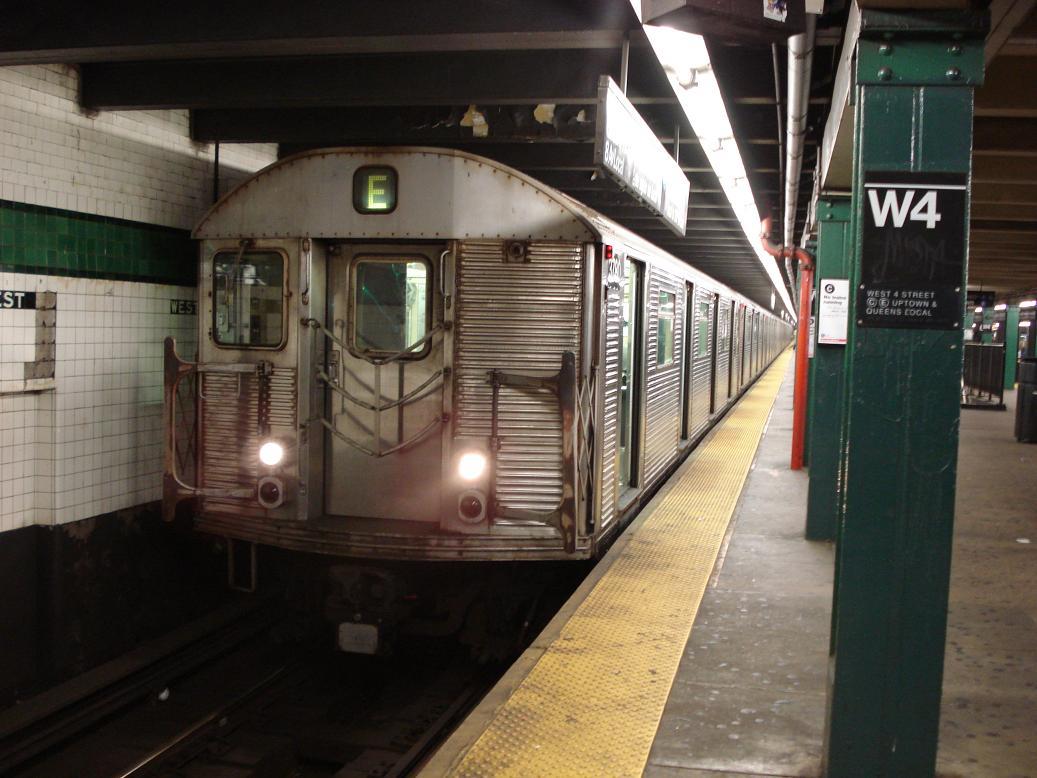 (123k, 1037x778)<br><b>Country:</b> United States<br><b>City:</b> New York<br><b>System:</b> New York City Transit<br><b>Line:</b> IND 8th Avenue Line<br><b>Location:</b> West 4th Street/Washington Square <br><b>Route:</b> E<br><b>Car:</b> R-32 (Budd, 1964)  3780 <br><b>Photo by:</b> Michael Hodurski<br><b>Date:</b> 1/6/2007<br><b>Viewed (this week/total):</b> 2 / 2113