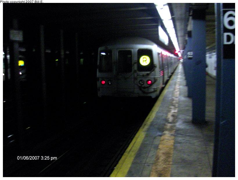 (82k, 820x622)<br><b>Country:</b> United States<br><b>City:</b> New York<br><b>System:</b> New York City Transit<br><b>Line:</b> IND Queens Boulevard Line<br><b>Location:</b> 63rd Drive/Rego Park <br><b>Route:</b> R<br><b>Photo by:</b> Bill E.<br><b>Date:</b> 1/6/2007<br><b>Viewed (this week/total):</b> 1 / 2391