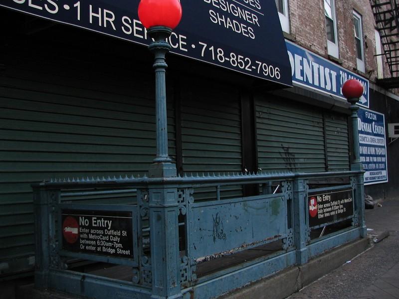(129k, 800x600)<br><b>Country:</b> United States<br><b>City:</b> New York<br><b>System:</b> New York City Transit<br><b>Line:</b> IRT Brooklyn Line<br><b>Location:</b> Hoyt Street <br><b>Photo by:</b> Dante D. Angerville<br><b>Date:</b> 9/17/2006<br><b>Viewed (this week/total):</b> 7 / 4599
