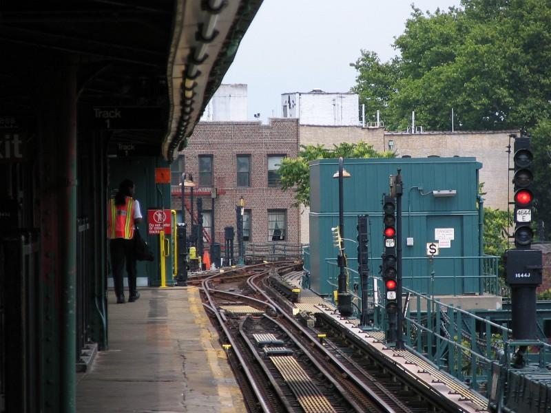 (148k, 800x600)<br><b>Country:</b> United States<br><b>City:</b> New York<br><b>System:</b> New York City Transit<br><b>Line:</b> IRT Brooklyn Line<br><b>Location:</b> New Lots Avenue <br><b>Photo by:</b> Dante D. Angerville<br><b>Date:</b> 6/17/2006<br><b>Viewed (this week/total):</b> 2 / 4771