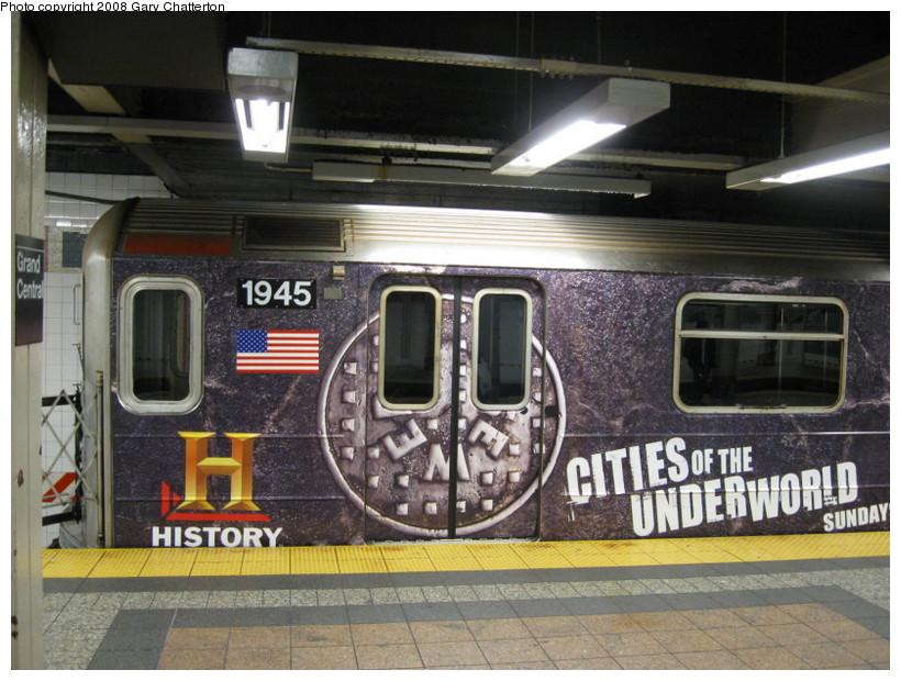 (152k, 820x620)<br><b>Country:</b> United States<br><b>City:</b> New York<br><b>System:</b> New York City Transit<br><b>Line:</b> IRT Times Square-Grand Central Shuttle<br><b>Location:</b> Grand Central <br><b>Route:</b> S<br><b>Car:</b> R-62A (Bombardier, 1984-1987)  1933 <br><b>Photo by:</b> Gary Chatterton<br><b>Date:</b> 10/2/2008<br><b>Viewed (this week/total):</b> 0 / 2047