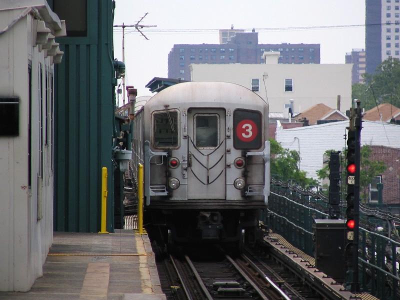 (119k, 800x600)<br><b>Country:</b> United States<br><b>City:</b> New York<br><b>System:</b> New York City Transit<br><b>Line:</b> IRT Brooklyn Line<br><b>Location:</b> New Lots Avenue <br><b>Route:</b> 3<br><b>Car:</b> R-62 (Kawasaki, 1983-1985)  1431 <br><b>Photo by:</b> Dante D. Angerville<br><b>Date:</b> 6/17/2006<br><b>Viewed (this week/total):</b> 0 / 3456