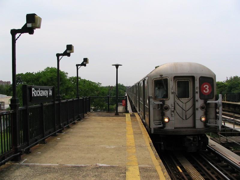 (110k, 800x600)<br><b>Country:</b> United States<br><b>City:</b> New York<br><b>System:</b> New York City Transit<br><b>Line:</b> IRT Brooklyn Line<br><b>Location:</b> Rockaway Avenue <br><b>Route:</b> 3<br><b>Car:</b> R-62 (Kawasaki, 1983-1985)  1431 <br><b>Photo by:</b> Dante D. Angerville<br><b>Date:</b> 6/17/2006<br><b>Viewed (this week/total):</b> 0 / 3372