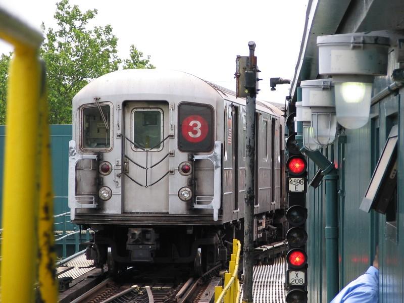 (135k, 800x600)<br><b>Country:</b> United States<br><b>City:</b> New York<br><b>System:</b> New York City Transit<br><b>Line:</b> IRT Brooklyn Line<br><b>Location:</b> New Lots Avenue <br><b>Route:</b> 3<br><b>Car:</b> R-62 (Kawasaki, 1983-1985)  1511 <br><b>Photo by:</b> Dante D. Angerville<br><b>Date:</b> 6/17/2006<br><b>Viewed (this week/total):</b> 0 / 3215