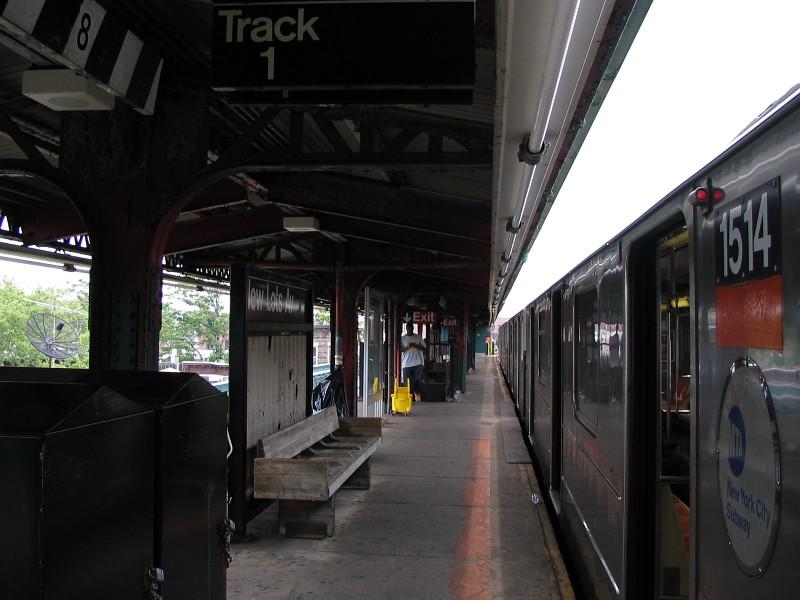 (109k, 800x600)<br><b>Country:</b> United States<br><b>City:</b> New York<br><b>System:</b> New York City Transit<br><b>Line:</b> IRT Brooklyn Line<br><b>Location:</b> New Lots Avenue <br><b>Route:</b> 3<br><b>Car:</b> R-62 (Kawasaki, 1983-1985)  1514 <br><b>Photo by:</b> Dante D. Angerville<br><b>Date:</b> 6/17/2006<br><b>Viewed (this week/total):</b> 0 / 3377