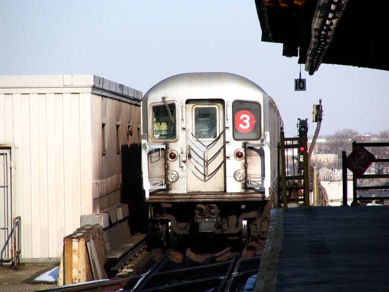 (110k, 800x600)<br><b>Country:</b> United States<br><b>City:</b> New York<br><b>System:</b> New York City Transit<br><b>Line:</b> IRT Brooklyn Line<br><b>Location:</b> Junius Street <br><b>Route:</b> 3<br><b>Car:</b> R-62 (Kawasaki, 1983-1985)   <br><b>Photo by:</b> Dante D. Angerville<br><b>Date:</b> 3/12/2005<br><b>Viewed (this week/total):</b> 0 / 3181