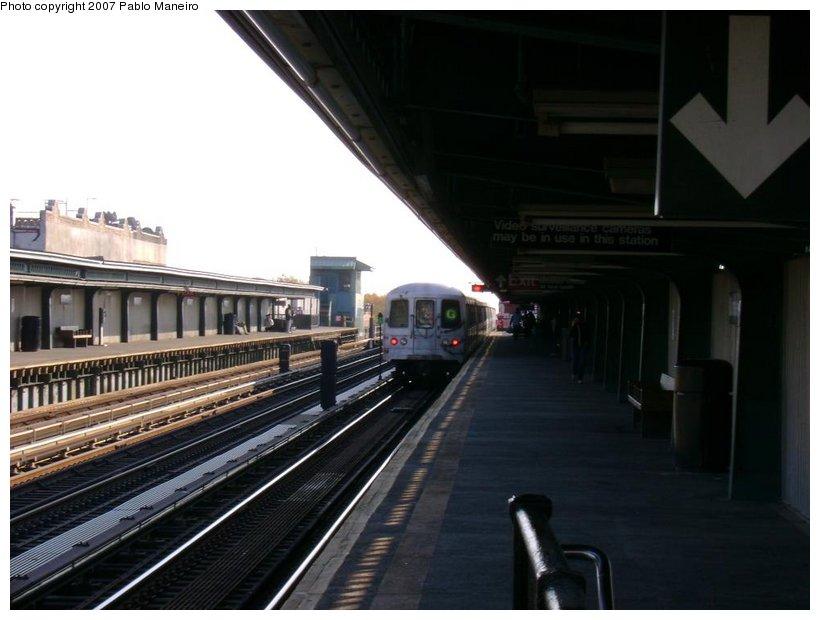 (104k, 820x620)<br><b>Country:</b> United States<br><b>City:</b> New York<br><b>System:</b> New York City Transit<br><b>Line:</b> BMT Culver Line<br><b>Location:</b> Ditmas Avenue <br><b>Route:</b> G<br><b>Car:</b> R-46 (Pullman-Standard, 1974-75) 5692 <br><b>Photo by:</b> Pablo Maneiro<br><b>Date:</b> 11/5/2006<br><b>Viewed (this week/total):</b> 0 / 1544