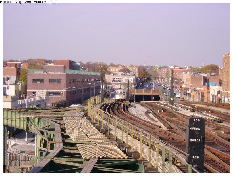 (138k, 820x620)<br><b>Country:</b> United States<br><b>City:</b> New York<br><b>System:</b> New York City Transit<br><b>Line:</b> BMT Culver Line<br><b>Location:</b> Ditmas Avenue <br><b>Photo by:</b> Pablo Maneiro<br><b>Date:</b> 11/5/2006<br><b>Viewed (this week/total):</b> 4 / 2729