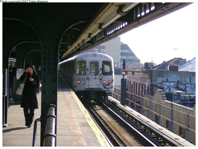 (130k, 820x620)<br><b>Country:</b> United States<br><b>City:</b> New York<br><b>System:</b> New York City Transit<br><b>Line:</b> BMT Culver Line<br><b>Location:</b> Kings Highway <br><b>Route:</b> G<br><b>Car:</b> R-46 (Pullman-Standard, 1974-75)  <br><b>Photo by:</b> Pablo Maneiro<br><b>Date:</b> 11/5/2006<br><b>Viewed (this week/total):</b> 5 / 2364