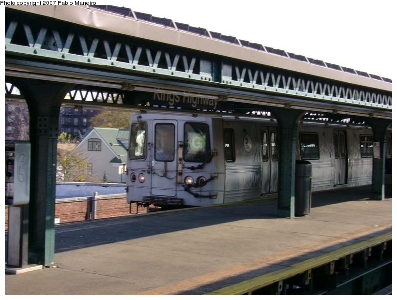 (118k, 820x620)<br><b>Country:</b> United States<br><b>City:</b> New York<br><b>System:</b> New York City Transit<br><b>Line:</b> BMT Culver Line<br><b>Location:</b> Kings Highway <br><b>Route:</b> G<br><b>Car:</b> R-46 (Pullman-Standard, 1974-75) 5972 <br><b>Photo by:</b> Pablo Maneiro<br><b>Date:</b> 11/5/2006<br><b>Viewed (this week/total):</b> 0 / 2564