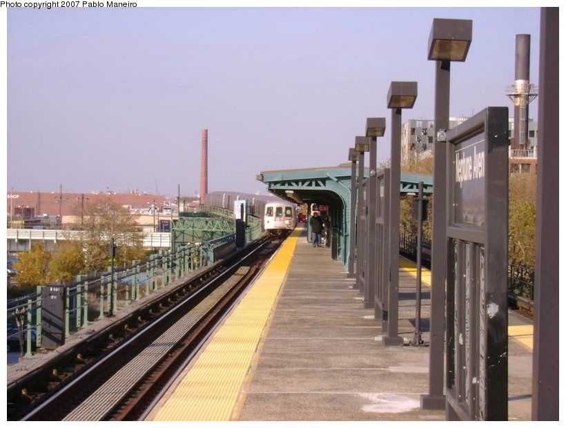 (119k, 820x620)<br><b>Country:</b> United States<br><b>City:</b> New York<br><b>System:</b> New York City Transit<br><b>Line:</b> BMT Culver Line<br><b>Location:</b> Neptune Avenue <br><b>Route:</b> G<br><b>Car:</b> R-46 (Pullman-Standard, 1974-75) 5898 <br><b>Photo by:</b> Pablo Maneiro<br><b>Date:</b> 11/5/2006<br><b>Viewed (this week/total):</b> 3 / 2021