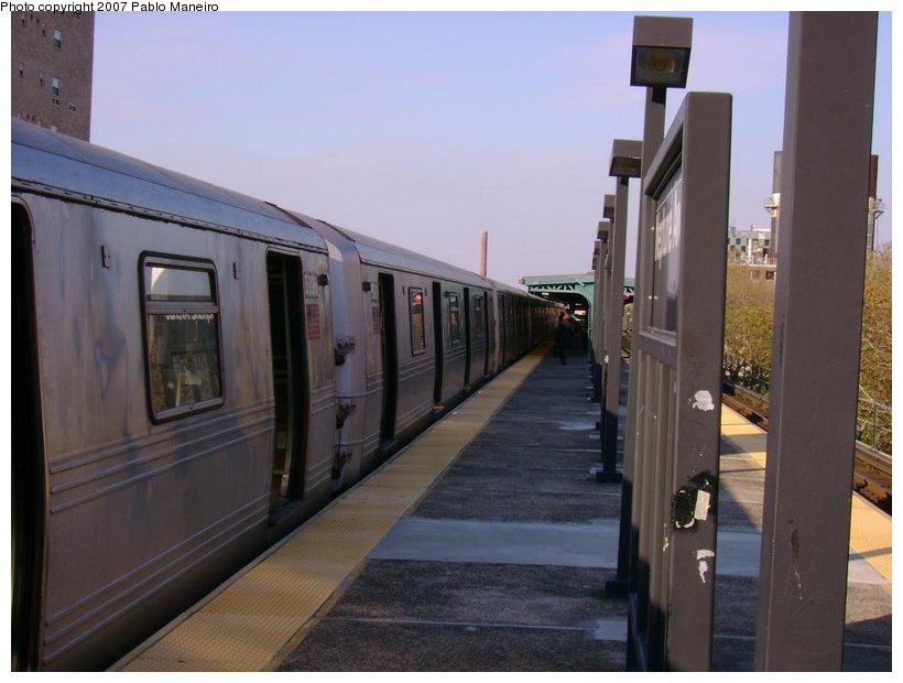 (103k, 820x620)<br><b>Country:</b> United States<br><b>City:</b> New York<br><b>System:</b> New York City Transit<br><b>Line:</b> BMT Culver Line<br><b>Location:</b> Neptune Avenue <br><b>Route:</b> G<br><b>Car:</b> R-46 (Pullman-Standard, 1974-75) 5898 <br><b>Photo by:</b> Pablo Maneiro<br><b>Date:</b> 11/5/2006<br><b>Viewed (this week/total):</b> 5 / 2334