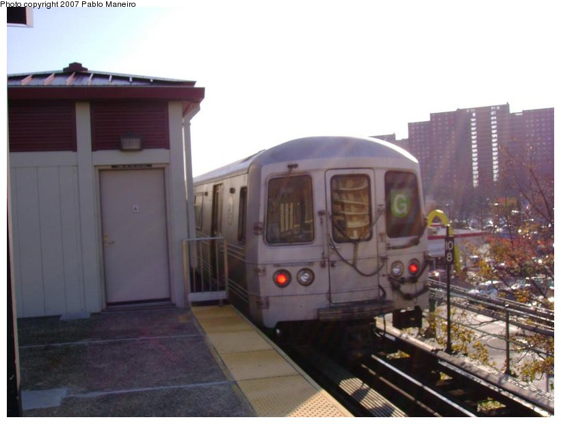 (97k, 820x620)<br><b>Country:</b> United States<br><b>City:</b> New York<br><b>System:</b> New York City Transit<br><b>Line:</b> BMT Culver Line<br><b>Location:</b> Neptune Avenue <br><b>Route:</b> G<br><b>Car:</b> R-46 (Pullman-Standard, 1974-75)  <br><b>Photo by:</b> Pablo Maneiro<br><b>Date:</b> 11/5/2006<br><b>Viewed (this week/total):</b> 0 / 1667