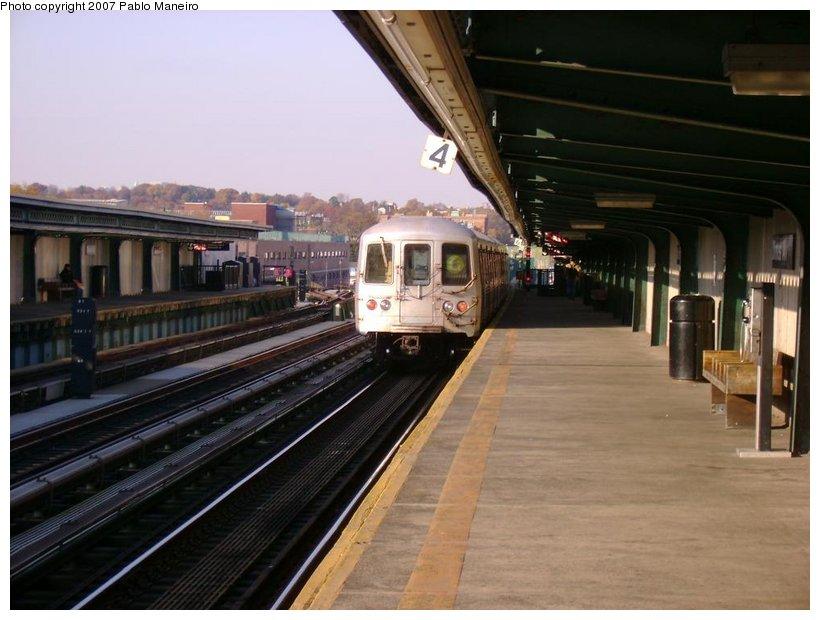 (115k, 820x620)<br><b>Country:</b> United States<br><b>City:</b> New York<br><b>System:</b> New York City Transit<br><b>Line:</b> BMT Culver Line<br><b>Location:</b> Ditmas Avenue <br><b>Route:</b> G<br><b>Car:</b> R-46 (Pullman-Standard, 1974-75)  <br><b>Photo by:</b> Pablo Maneiro<br><b>Date:</b> 11/5/2006<br><b>Viewed (this week/total):</b> 3 / 1625
